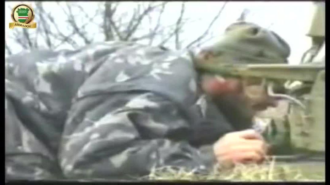 Рамзан Ахмадов подбивает российский танк. Урус-Мартан 2000 г.