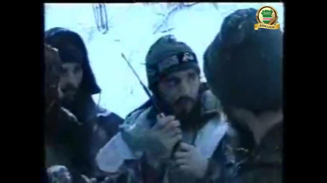Рамзан Ахмадов встречает ранненого Шамиля Басаева при выходе из Грозного. 2000 г.